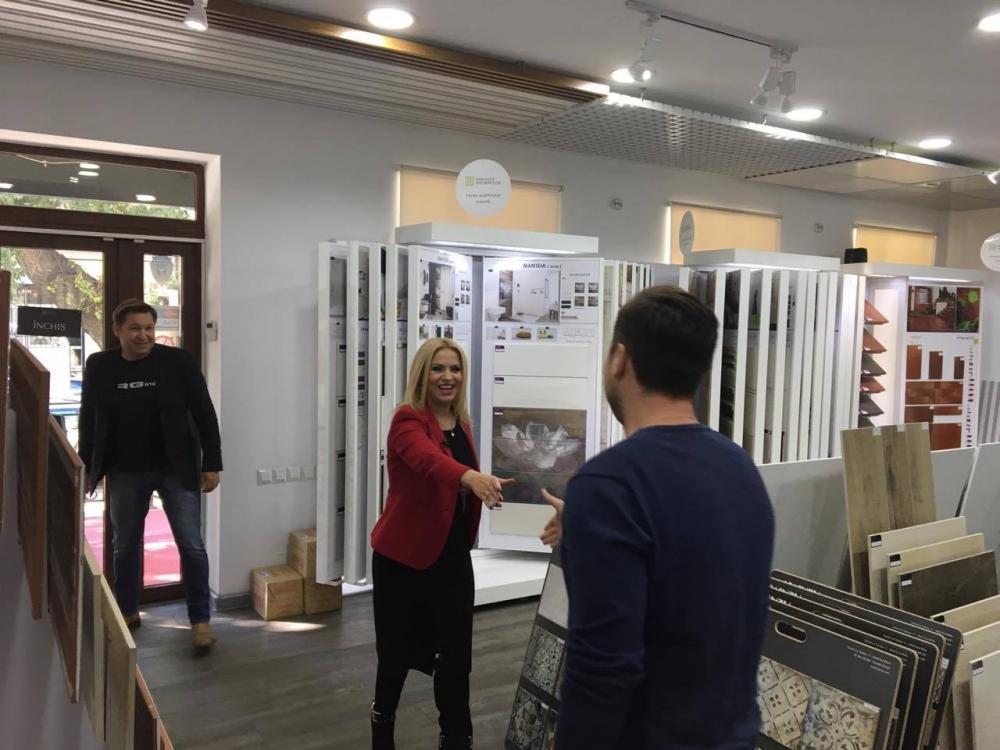 Nelly Ciobanu și echipa Shopping Патруль în vizită la Paradyz Showroom
